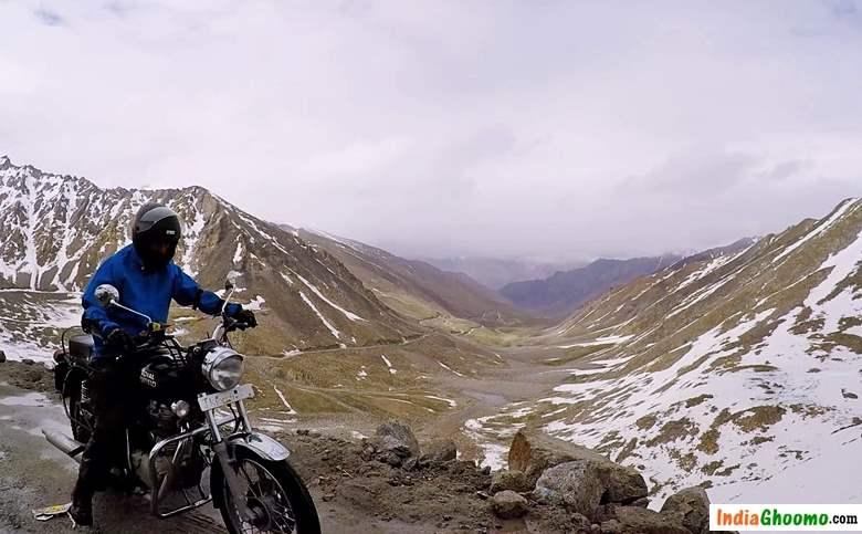 Bikers at Khardung La Pass