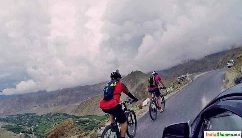Khardung La by Cycling