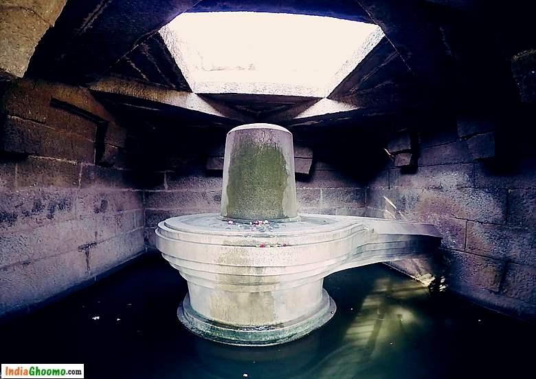 Hampi Sacred Centre - The Badavi Linga Temple